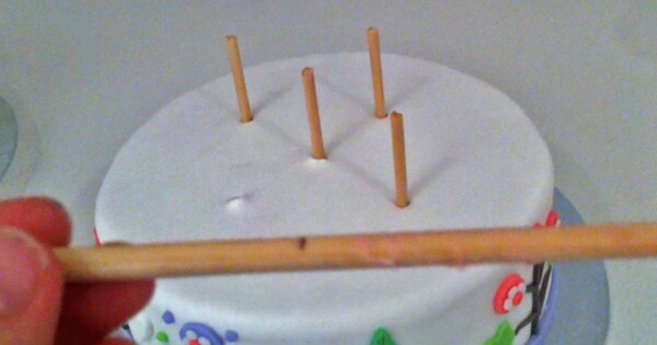 How To Put Dowels In A Tiered Cake
