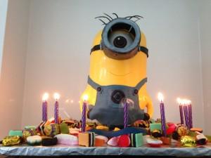 despicable me 2 cake minion