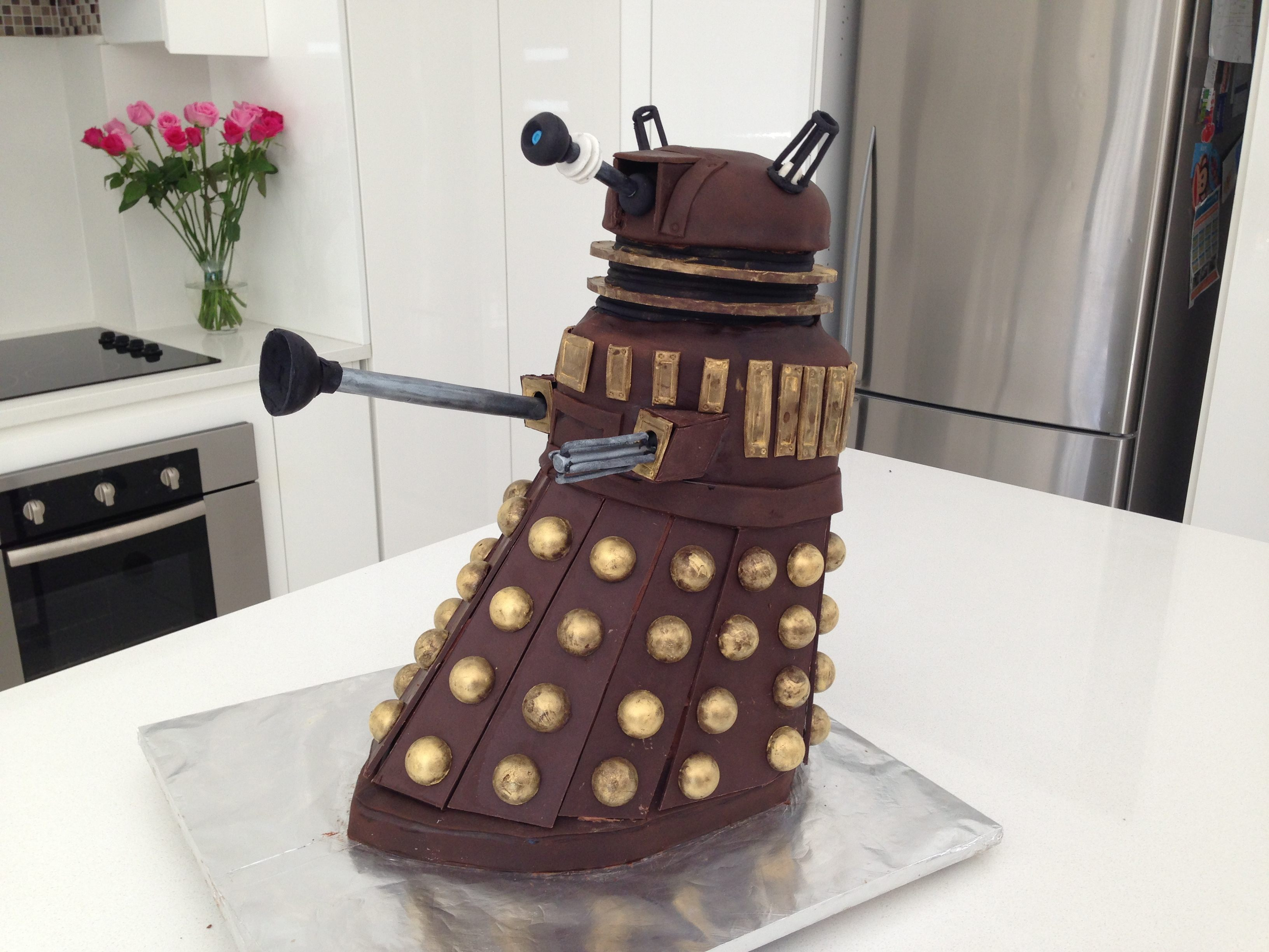 Howtocookthat cakes dessert chocolate dr who dalek for Tardis template for cake