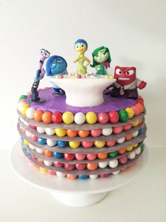 Decorating Cakes With Fondant Balls And Colour Dust