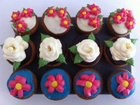 amazing buttercream roses leaves and daisy tutorial cupcakes