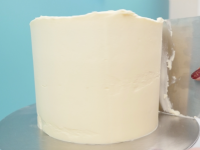 how to buttercream a cake