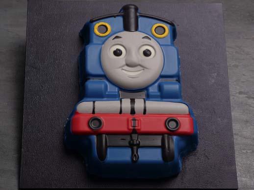 easy Thomas the tank engine cake ann reardon